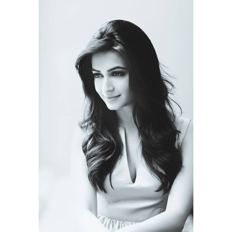 10 Pictures of Kriti Kharbanda that prove her beauty is on point!- Kriti bnw 2
